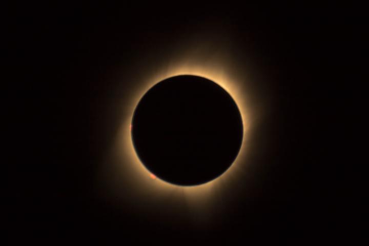 Um Anel de Fogo: EclipseSolar